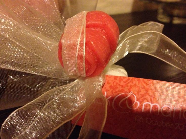 Cranberry & pomegranate rose candle melt favours