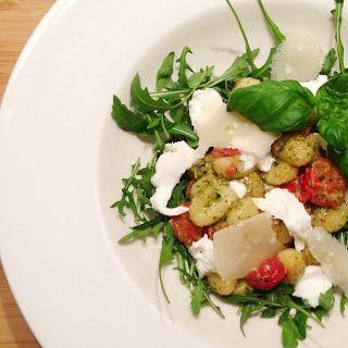 Gnocchi met verse pesto, tomaatjes, mozzarella & parmigiano - Francesca Kookt
