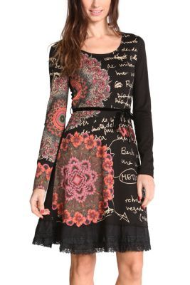 This knitted dress combines black with very striking galactic spheres. The scribbles and lace edging add a romantic touch that we love. Available in several colors; choose yours!