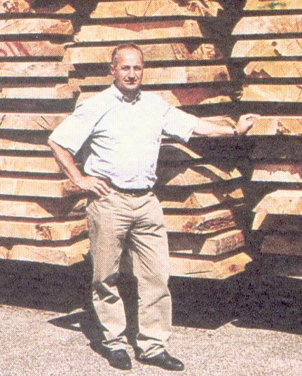 Manfred Hemetsberger Holz.  Wissen über Wald, Holz, Forstwirtschaft, Ökosysteme, handwerkliche und industrielle Holzverarbeitung und weitere Belange mit Bezug zu den Attergauer Wäldern. durch grundlegende Veränderungen in den letzten Jahrzehnten droht altes Fachwissen unwiederbringlich verloren zu gehen. Deshalb bitte ich insbesondere ältere Personen, die sich an Wissen und Gerätschaften von nicht mehr existierenden Gewerben erinnern . Manfred Hemetsberger  Nussdorf am Attersee