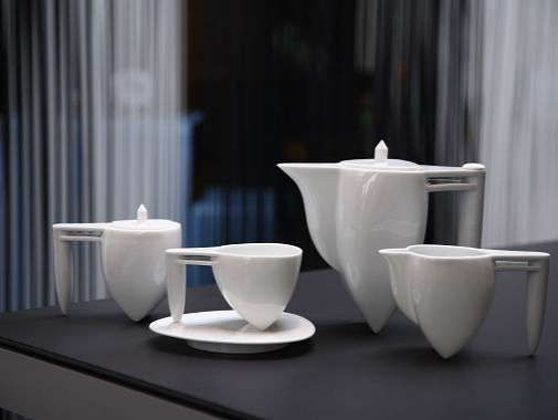 """Mentioned this interesting tea set on http://teatra.de. It's called """"ballet"""" - looks like they are standing on pointe."""