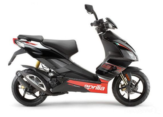 Aprilia present new SR 50 model to 2014 year. The Aprilia SR 50 model is equipped with a 50cc, air-cooled, 4-stroke single-cylinder, 4-valves engine that delivers a maximum power of 3.4 KW at 9,500 Rpm and 3.8 Nm of torque at 8,000 Rpm. The engine po