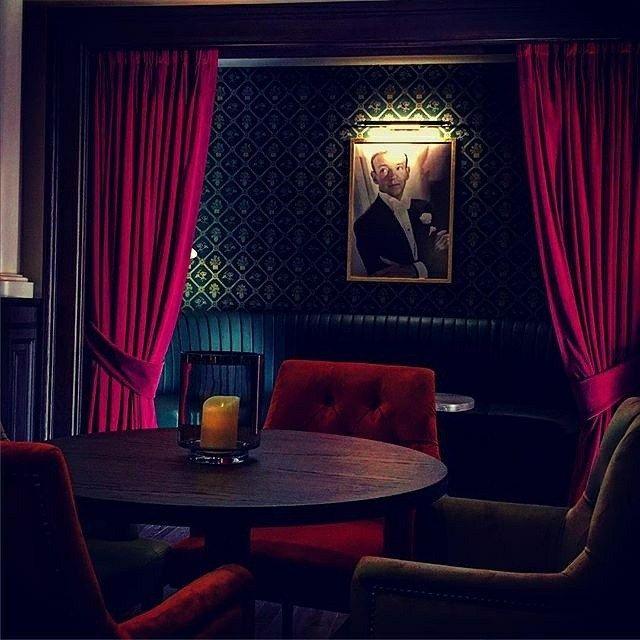 https://i.pinimg.com/736x/b1/90/44/b19044d236f01ed27e66344af59446b5--velvet-curtains-burgundy.jpg
