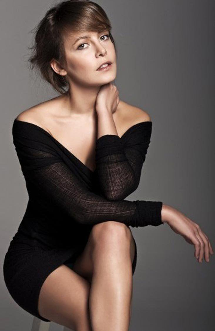 Vildan Atasever (nacido el 26 de julio de 1981, Bursa) es una actriz turca de cine, televisión y teatro.     Biografía   Vildan Atasever na...