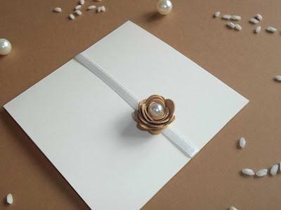 Partecipazioni eleganti per matrimoni Shabby Chic, Vintage e dal tocco di perle e dal profumo di sughero!