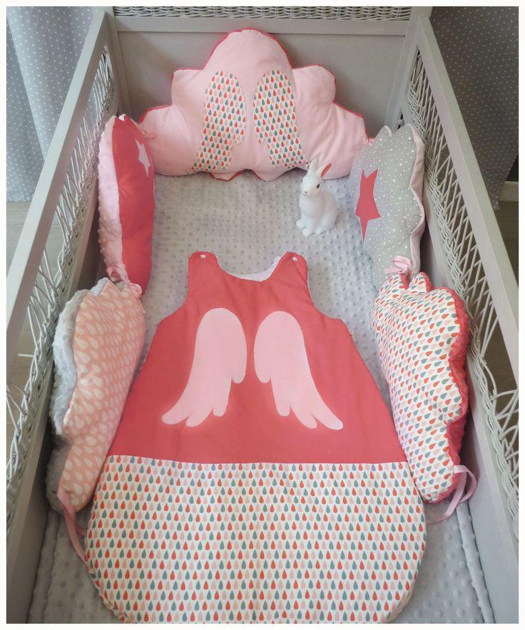 ensemble tour de lit b b gigoteuse aile d 39 ange corail rose pale et gris linge de lit. Black Bedroom Furniture Sets. Home Design Ideas