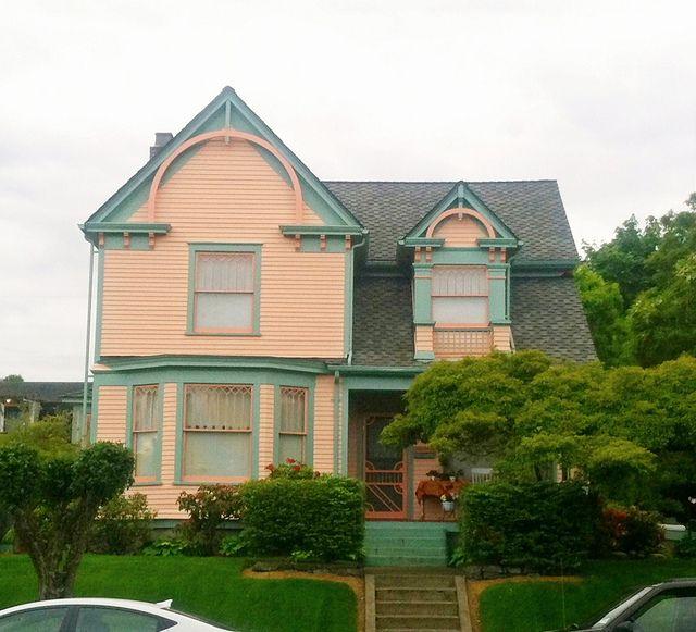 peach green queen anne victorian house by eg2006 via