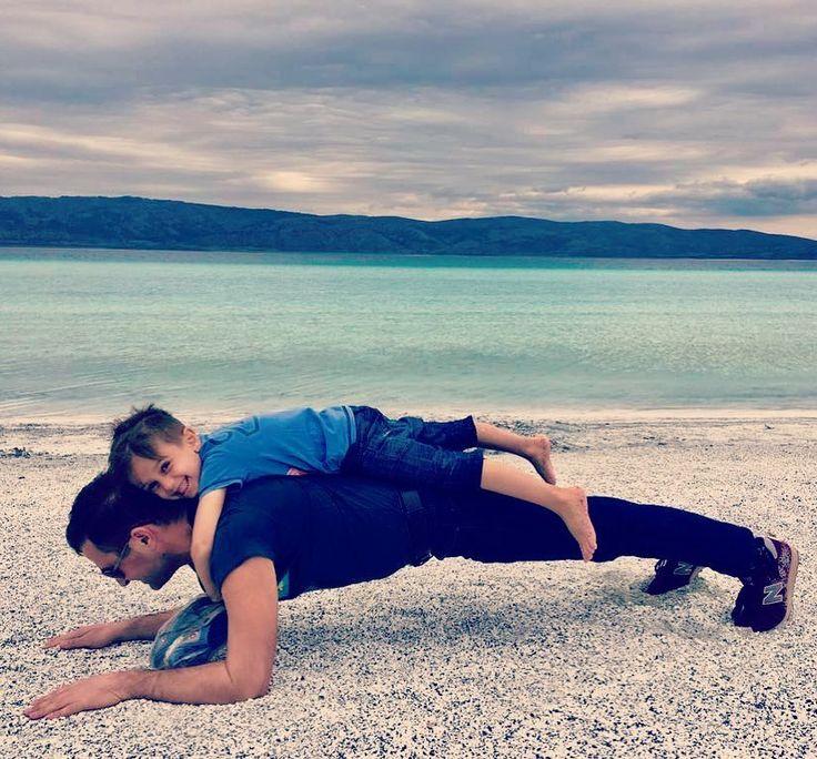 #dailyphoto #funtimes #plank #yogaeveryday #yoga #yoga101 #holiday