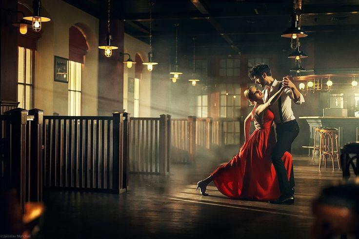Танго -   Танго - страсть, записанная нотами. Ярославу Мончаку удалось эту же страсть запечатлеть на фото.   Шикарная фотосерия на мой взгляд.  #фотограф #танец #танго #страсть #photographer #dance #tango #passion