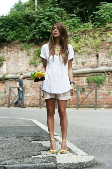 touches of yellow: Summer Looks, Fashion Outfits, White Outfits, Summer Outfits, Yellow Details, Yellow Accent, Yellow Accessories, Neon Yellow, Khakis Shorts