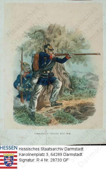 Militär, Pommern / Füsilier-Regiment Nr. 34 / Porträt von 2 Füsilieren beim Kampf vor Landschaftshintergrund / rechte Ganzfigur im Profil, das Gewehr im Anschlag,
