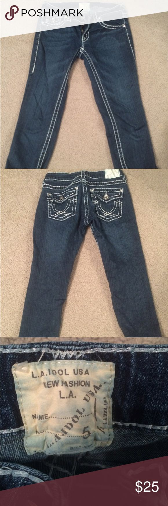 La Idol Capri jeans Bedazzled and In great condition. La Idol Jeans Ankle & Cropped