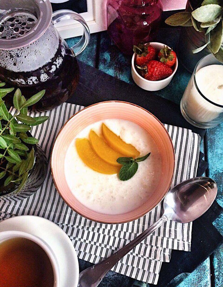 Когда завтра в диком утреннем темпе, вы помчитесь по своим делам, не забудьте про кокосовую кашку с персиком от @primetime.coffee всего за 109₽🍑🥥 Отсутсвие пробок на дорогах - мы не обещаем.. Хорошую погоду - тоже! Но вот вкусный, сытный и полезный завтрак в уютной атмосфере нашей кофейни - мы гарантируем💗 Ждём вас завтра👌🏽 . #уют #nsk #завтрак #каша #кофе #кофейня #открытиеprimetime #нск54