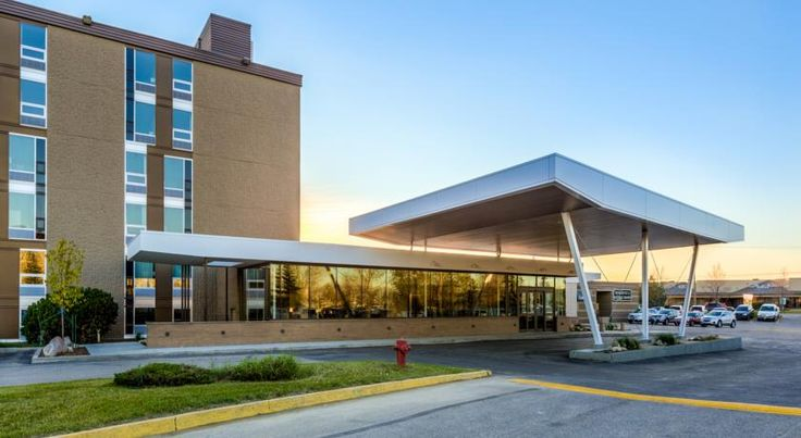 Heritage Inn Hotel & Convention Centre - Saskatoon Saskatoon Located only 6 minutes away from the John G Diefenbaker Airport, this full-service hotel offers a fitness centre, complimentary WiFi access and meeting/wedding/convention facilities for up to 250 guests.