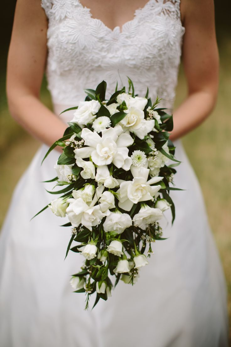 "Gardenias are a perfect choice for brides planning a ""vintage theme""."