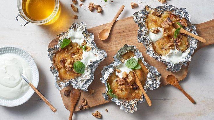 Grillowane banany z miodem i orzechami włoskimi – wypróbuj świetny przepis Pawła Małeckiego na deser z grilla! Przepis w Cukierni Lidla!