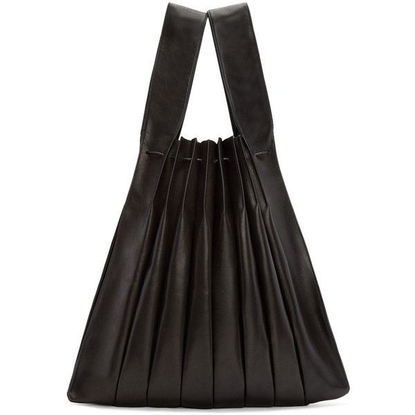 Yohji Yamamoto Black Pleated Leather Tote (26.531.235 VND) ❤ liked on Polyvore featuring bags, handbags, tote bags, drawstring handbag, leather handbag tote, leather drawstring handbags, handbags totes and leather tote