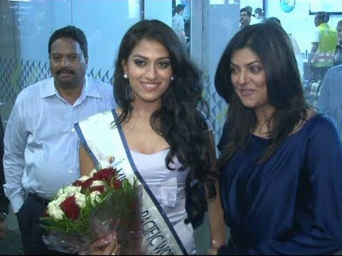 Sushmita Sen at Mumbai Airport welcomes Miss Asia Pacific 2012 Himangini Singh.