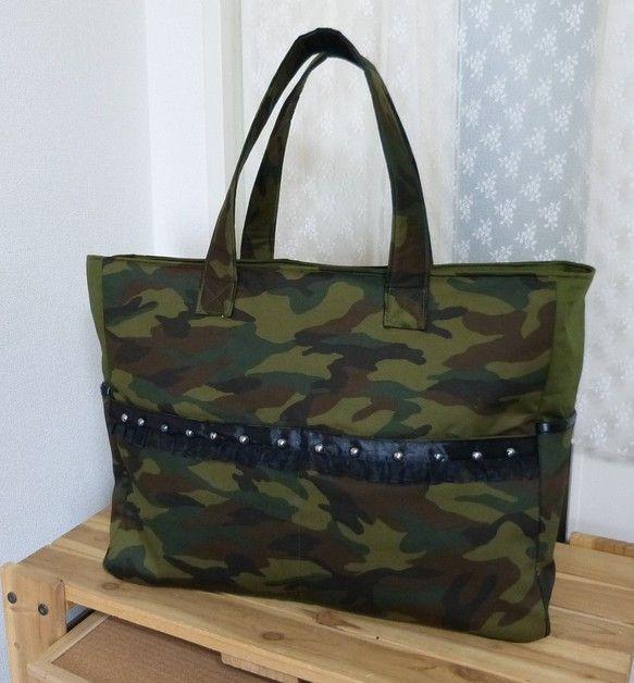 ◆オーダー依頼で製作したアイテムです◆トレンドの迷彩柄を使った大きなバッグです!!サイズは【ヨコ43㎝xタテ35㎝xマチ15㎝】と荷物をたっぷり入れる...|ハンドメイド、手作り、手仕事品の通販・販売・購入ならCreema。