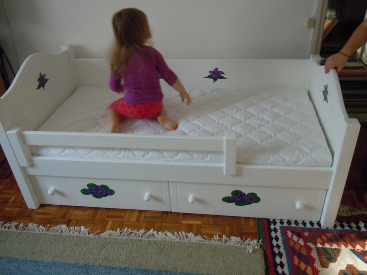 Bonita ágy beépített,két fiókos ágyneműtartóval és egyedi dekorációkkal