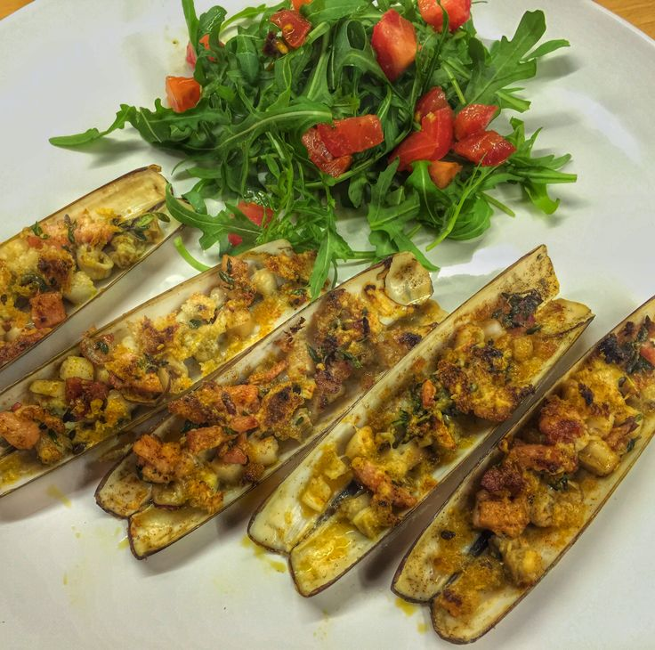 @bareingredients: #RecipeOfTheDay Razor Clams with Herb Garlic Crust Served and ready to enjoy. #recipe on site http://t.co/muOrTAbbzw http://t.co/KQGvnJjk50