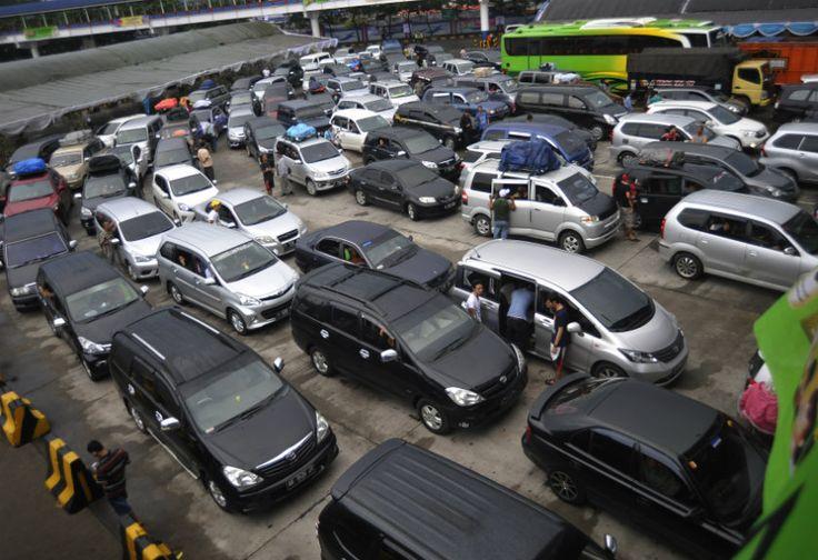 Volume Kendaraan di Merak Terus Meningkat | News | Arah.Com