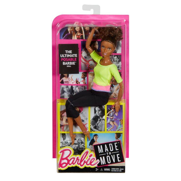 De Made to Move Barbies zijn ontzettend flexibel. Deze beweegbare pop kan allerlei sporten beoefenen. Ze kan fietsen, zwemmen, hardlopen, yoga beoefenen, paardrijden en alle sporten die jij kunt bedenken. Elke Barbie Made to move pop heeft 22 'gewrichten': in haar nek, bovenarmen, ellenbogen, polsen, torso, heupen, bovenbenen, knieën en enkels. Zo flexibel is Barbie nog nooit geweest! Ook in haar sportieve outfit ziet Barbie er goed uit. Gekleed in een zwarte legging en fel gekleurde top…