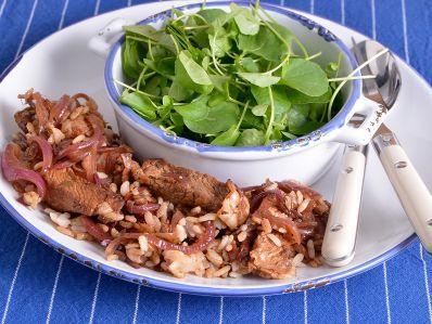 Receta | Ternera blanca salteada con arroz, bacon y ajetes - canalcocina.es