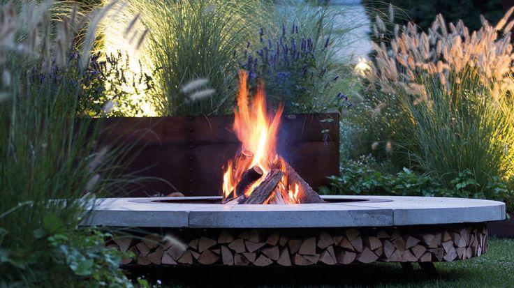 5 façons d'entretenir la flamme dans son jardin ou sur sa terrasse.  http://www.deco.fr/jardin-jardinage/actualite-824490-jardin-feu-bougie-brasero.html