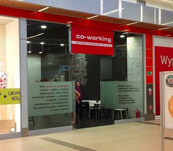 Coworing może być FREE: Co-working Auchan Łomianki Warszawa ZA DARMO. Zacznij rozwijać swoje pomysły już dziś. Wypróbuj ofertę Auchan :)