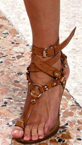 .toe sandals are my fave
