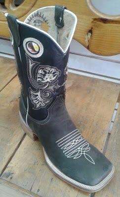 botas en piel vacuno con punta cuadrada, estilo ringle de hilo grueso