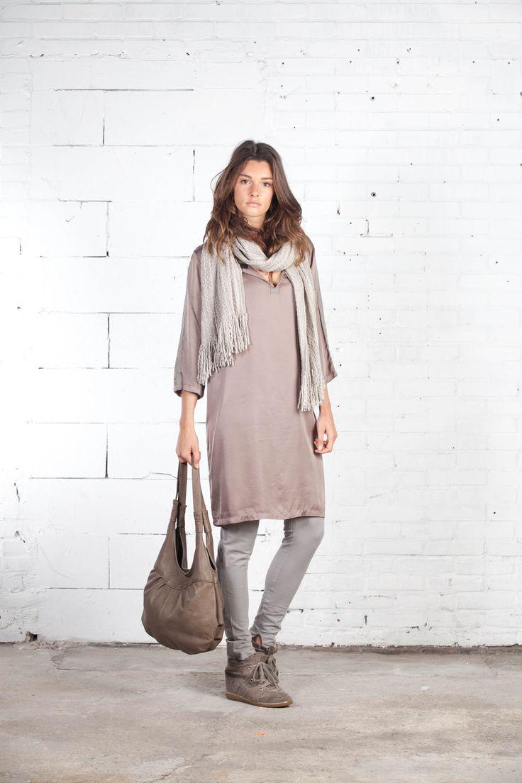 IT Jesse dress, GB Eva Bag, Bulky Wool shawl