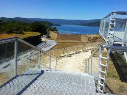 Escalinatas y accesos para discapacitados
