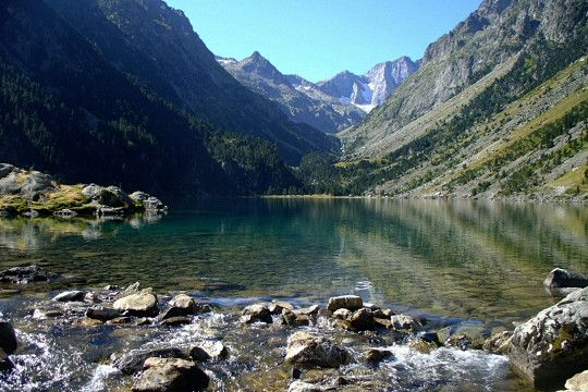 Lac de Gaube in the Parc National des Pyrénées.