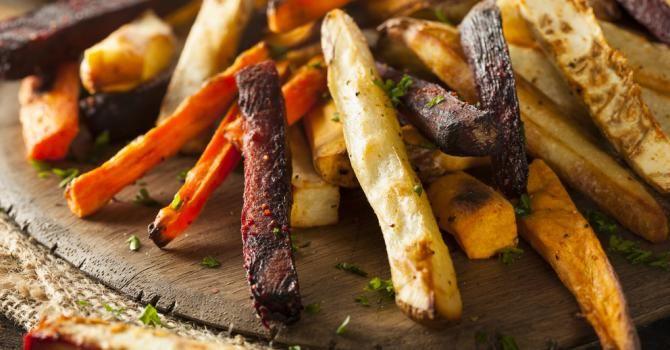 Recette de Frites légères de légumes au four. Facile et rapide à réaliser, goûteuse et diététique. Ingrédients, préparation et recettes associées.