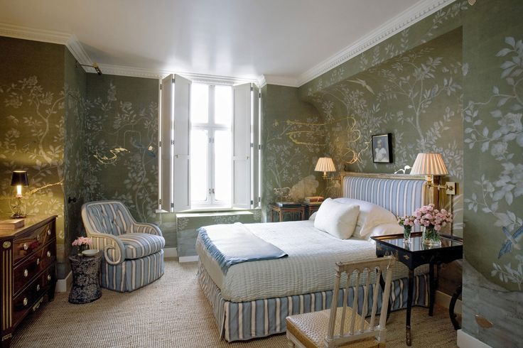 http://www.bilhuber.com/images/PROJECTS/CountryCityApartment/06-Flora_and_fauna_references_are_welcomed_additions_to_any_room_but_they're_considerably_enhanced_by_a_Swedish_blue_and_white_stripe,_which_adds_an_architectural_structure._.jpg