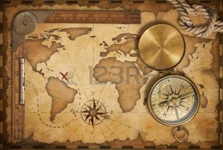 Ages aarrekartan hallitsija köyden ja vanhoja messinki kompassi kannellinen Stock Photos