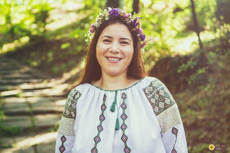 Anca Simion, team member in the Șezătoarea Urbană Association, wearing a beautiful romanian blouse.  www.sezatoareaurbana.ro #romanianblouse #romania