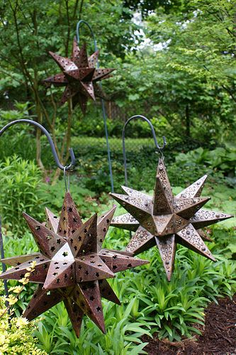 Moravian star garden art - I have one of these! Now, it's going outside!!