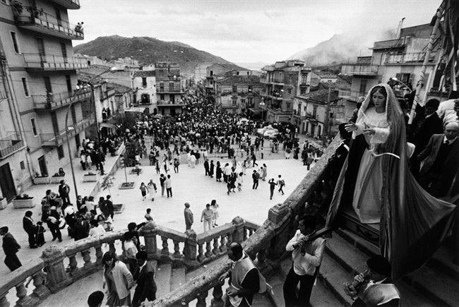 sicily: Belmonte Mezzagno. Processione del Venerdì Santo, 1984 ©Enzo Sellerio