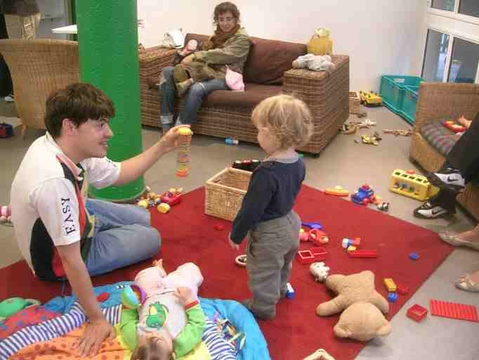 La importancia de que los adultos jueguen con los niños http://www.encuentos.com/consejos-para-padres/la-importancia-de-que-los-adultos-jueguen-con-los-ninos/