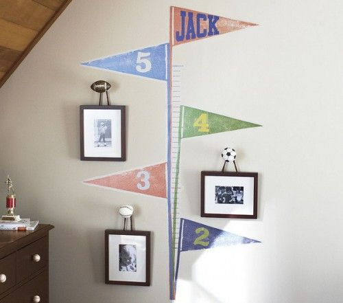 Very cute way to display growth chart ahd piftures at different ages! Can easily reeo for girls room