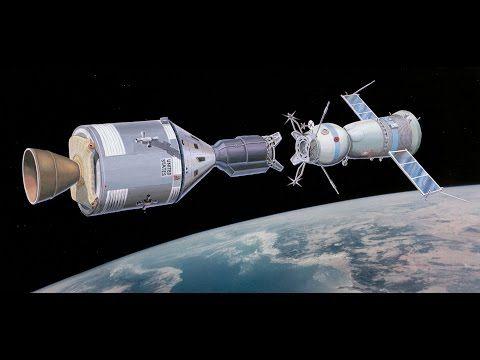 Em julho de 1975, há 40 anos, a uma altitude de 200 km acima da Terra as duas naves espaciais Soyuz e Apollo encontraram-se. A preparação para a acoplagem das duas naves durou cerca de 3 anos. Par…