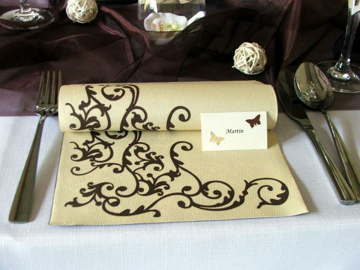 Luxusná servítka z netkanej textílie a menovka s motýlikmi