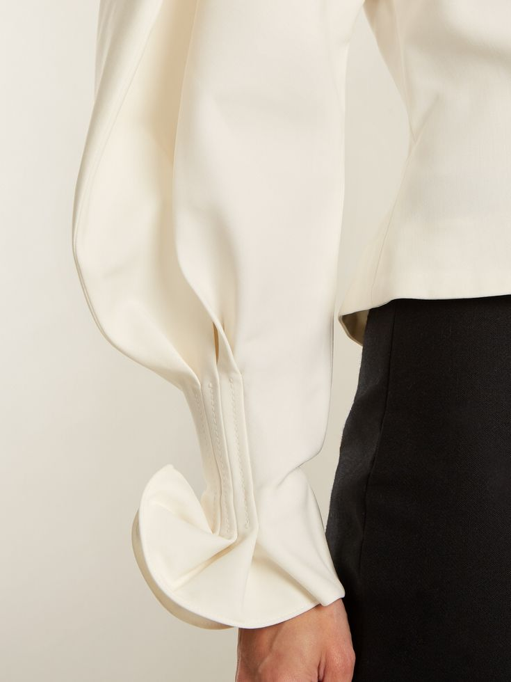 Click here to buy Jacquemus La Chemise Boutons canvas blouse at MATCHESFASHION.COM