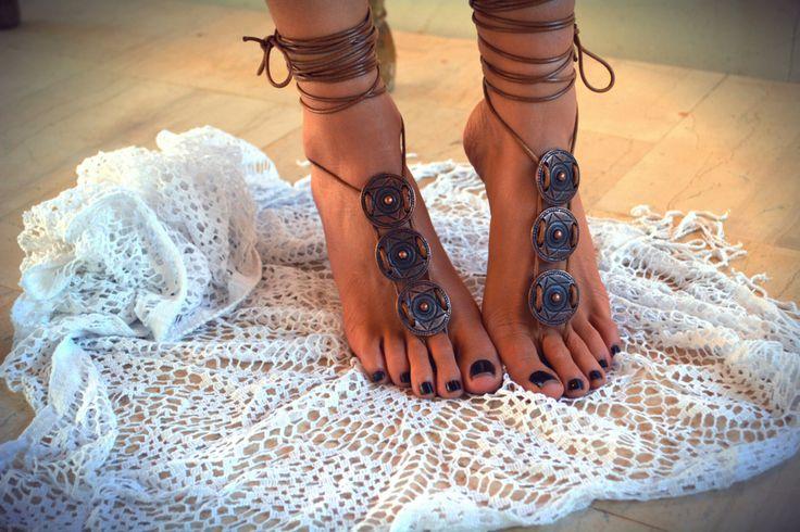 "Vrouwen barefoot sandaal ""Athena"", voet soleless sandalen, enkel juwelen, sieraden, strand sieraden door ccfashionstr op Etsy https://www.etsy.com/nl/listing/260308764/vrouwen-barefoot-sandaal-athena-voet"