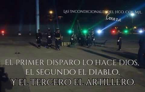 Esta salva nocturna fue el día del ejército mexicano 2014. En la explanada del HCM