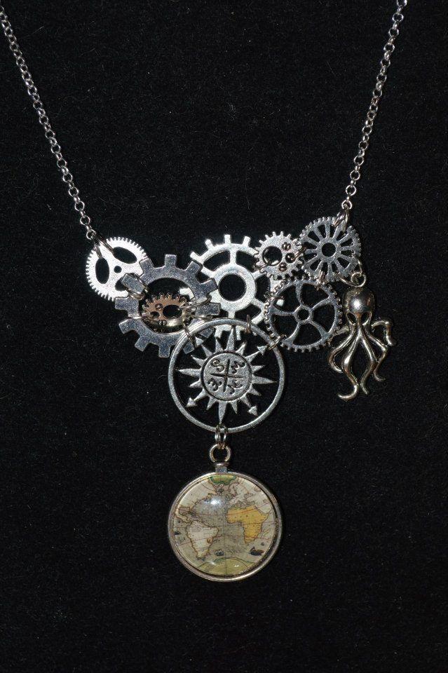 Collier steampunk / vieille carte / pirate / maille argentée : Collier par larouedesfay