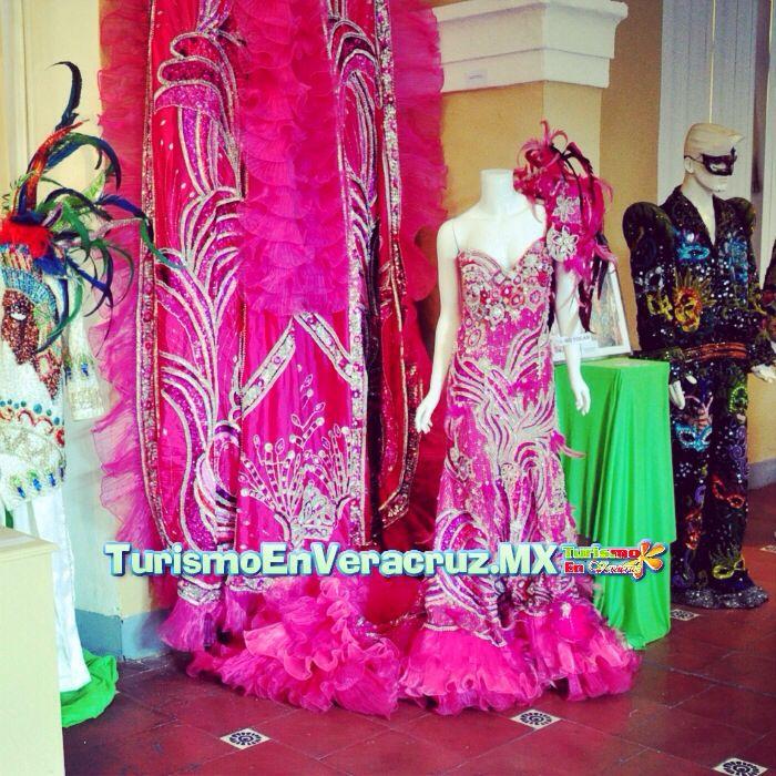 Los #trajes del #carnaval de #Veracruz http://www.turismoenveracruz.mx/2014/03/majestuosidad-y-elegancia-reflejados-en-trajes-de-la-reina-del-carnaval/